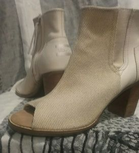 Tom's cream colored open-toed ankle boots,size 9W